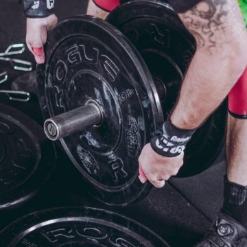 A man trying to weight lifting